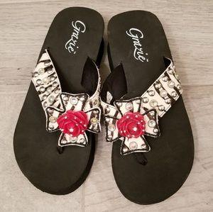 ac48a6725c46b Grazie wedge flip flop sandals size 8 black red